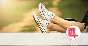 רגליים של בחורה באוטו